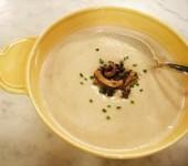 Σούπα πατάτας και πράσου με μανιτάρια