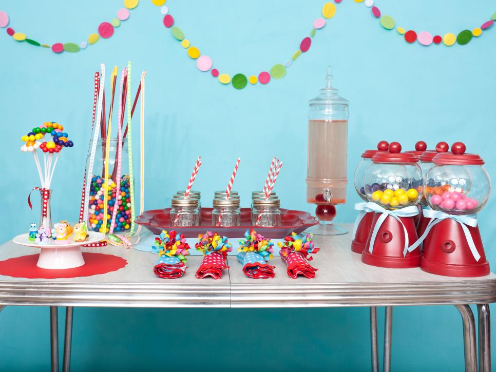 Original_Kara-Allen-kids-gumball-birthday-party-table-decor_s4x3.jpg.rend.hgtvcom.966.725