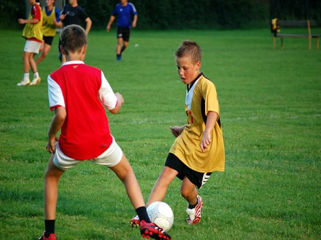 090127_rfoster_mp_citizenship_sports_football_kids
