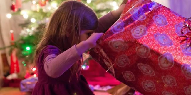 o-CHILDREN-CHRISTMAS-PRESENTS-facebook