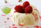 Bavarois-à-la-Vanille-Coulis-de-Framboise-Vanilla-Bavarian-Cream-with-Raspberry-Coulis