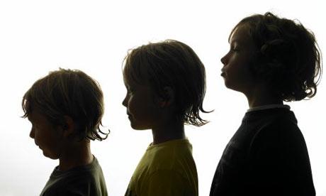Silhoutte-of-three-boys-001