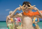 boy-beach-lei-starfish-family