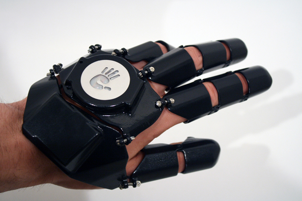 glove-one-wearable-mobile-communication-device-by-bryan-cera2