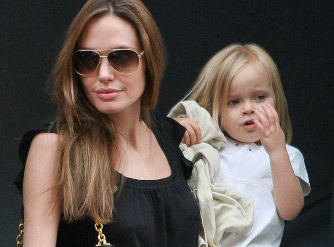 Vivienne-Jolie-Pitt-a-trois-ans-la-fille-des-Brangelina-se-met-au-rouge-a-levres_portrait_w674