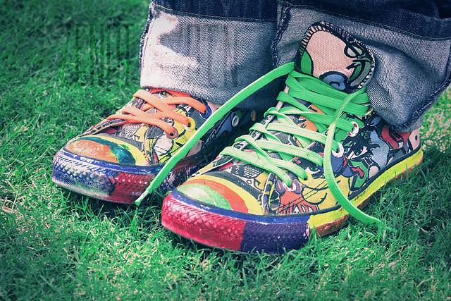 shoelaces-tharainbow