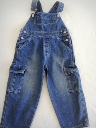 eea3540cd655 Κάθε μήνα, κάθε χρόνο εμείς οι γονείς ξοδεύουμε ένα αρκετά σεβαστό ποσό για  να ψωνίσουμε στα παιδάκια μας καινούρια ρούχα. Κι από την άλλη, κρύβουμε  στην ...