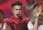 justin-bieber-2012-muchmusic-video-awards-show-32