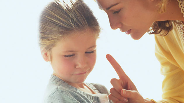 mother_disciplining_child