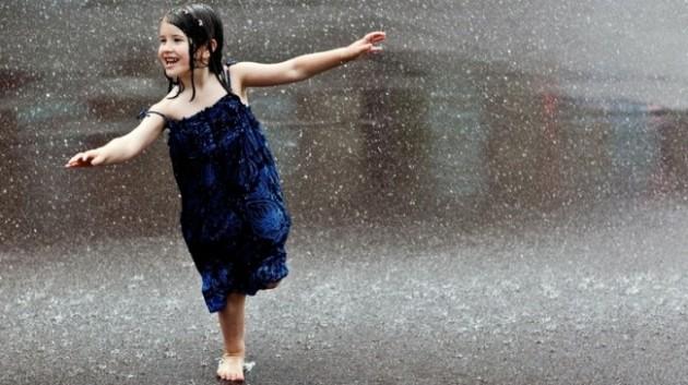 women rain kids wet people smiling happiness running wet clothing 2560x1440 wallpaper_www.wallpaperfo.com_12 (1)