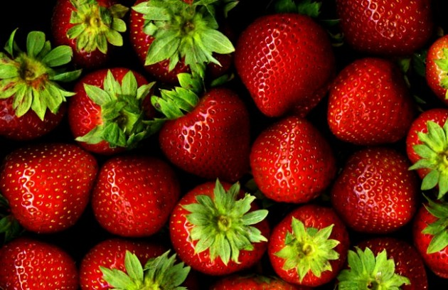 Strawberries_with_hulls