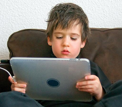 kid-playing-on-tablet