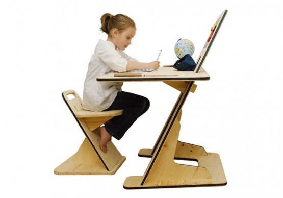 perfect-children-desk-for-reading-and-writing-2-555x388 (2)