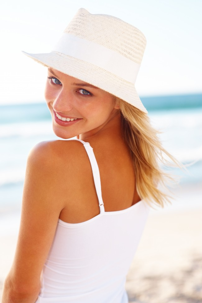 Green-People-woman-with-sunhat