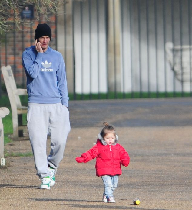 DAVID BECKHAM AND FAMILY OUT IN WEST LONDON!