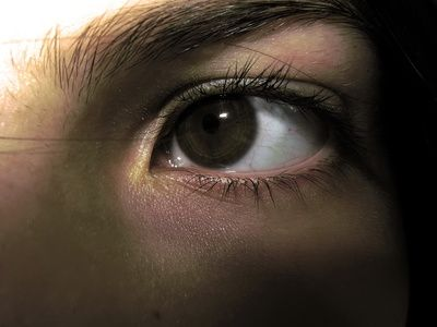 article-new_ehow_images_a06_ea_97_vitamin-oil-eye-injury-800x800