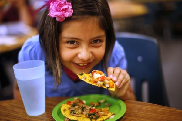 child-girl-eating