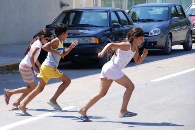 children-run-road