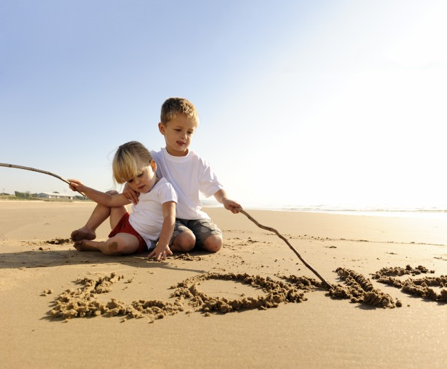 kids-beach-write-love-in-sand