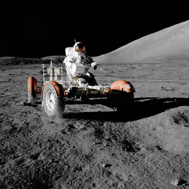 198926_kosmos_kosmonavt_luna_lunnyj-avtomobil_oboi_3000x3000_(www.GdeFon.ru)