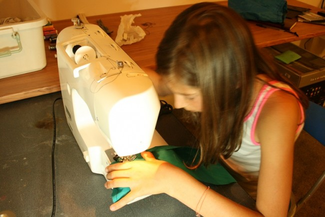 5-11-13-teaching-skylar-how-to-sew-mini