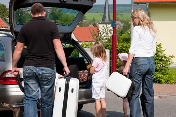 Family-travel-car