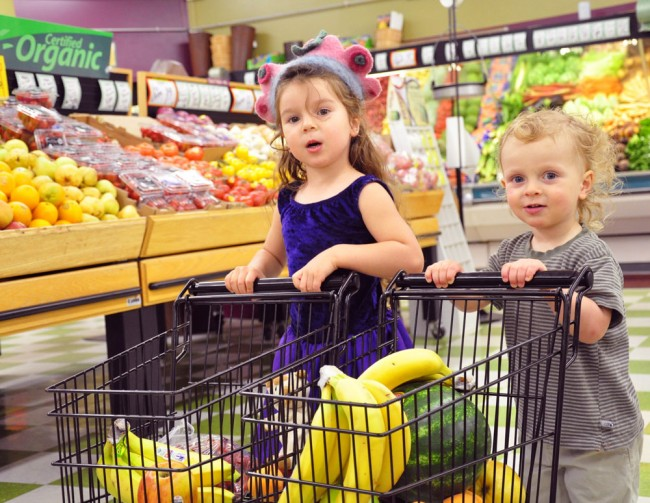 Grocery-shopping-with-kids (1)