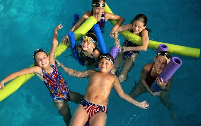 People_Children_Children_in_the_swimming_pool___Children_012797_