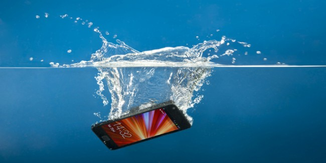 Water-Damage-Smartphone