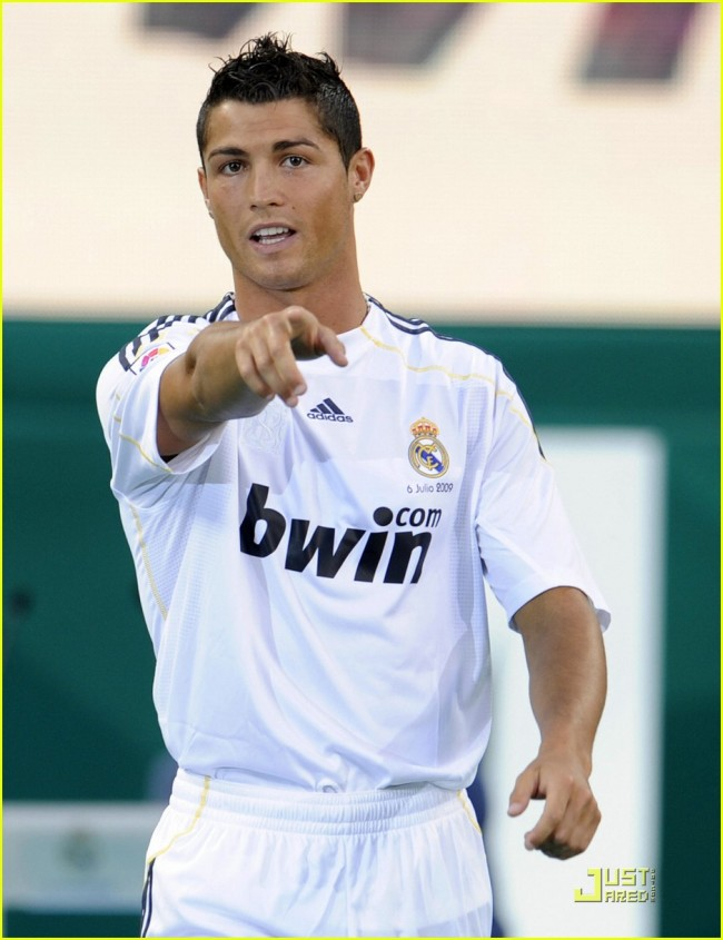 cristiano-ronaldo-is-a-real-madrid-player-03