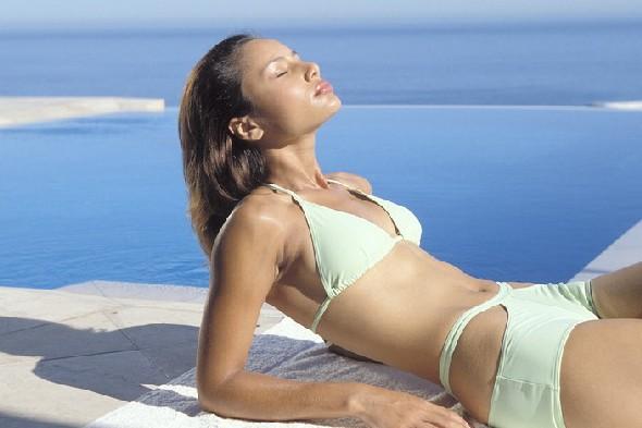 woman-sunbathing-skin-cancer590cm012011