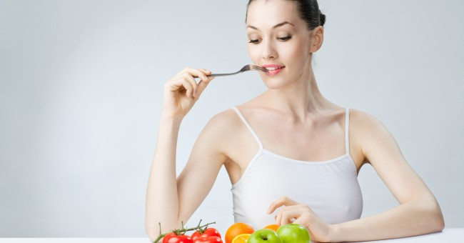 woman_eat_healthy_fruit_vegetable_diet_1