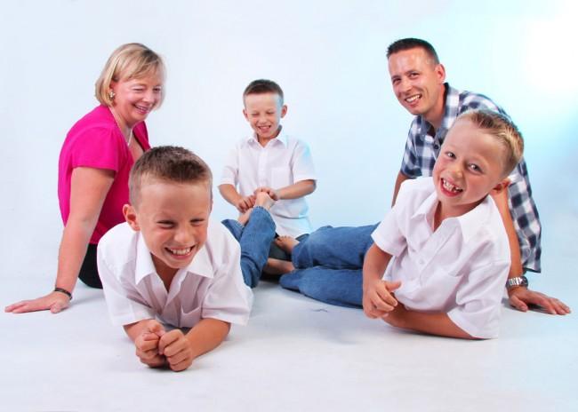 family_tickling_feet