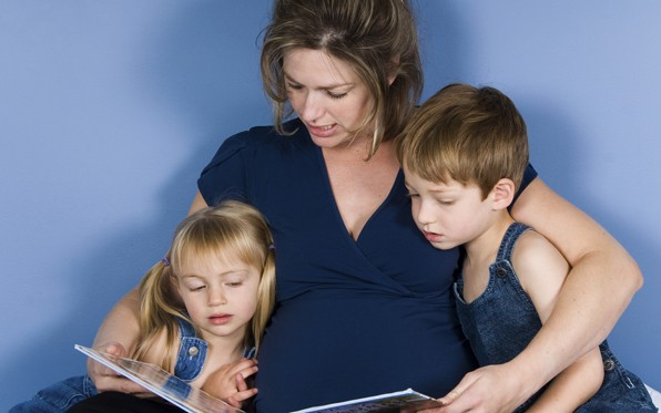 mother-children-reading_0