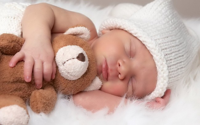 Cute-Sleeping-Newborn-Baby-With-Teddy-Bear