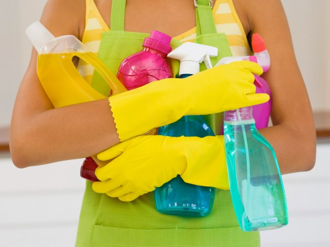 jupiter-images_woman-with-cleaning-supplies_s4x3