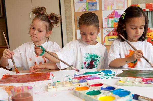 kids-in-summer-art-class