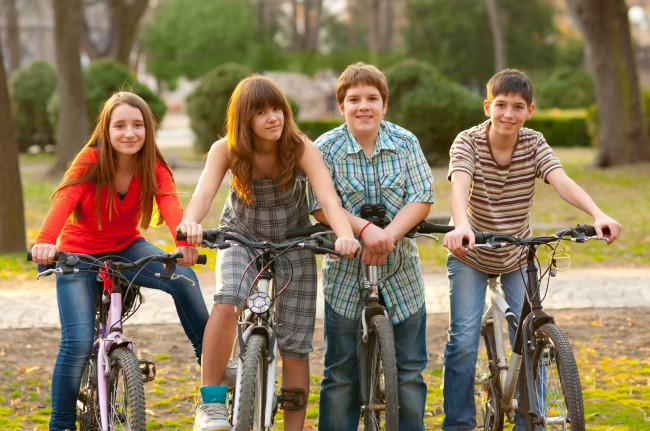 teens-on-bikes-art-9159db849d02ec07