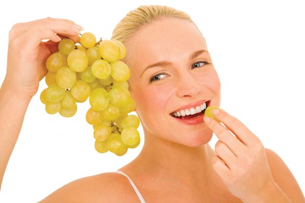woman-eating-grapes-web1