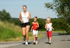 Mom_running_with_daughters