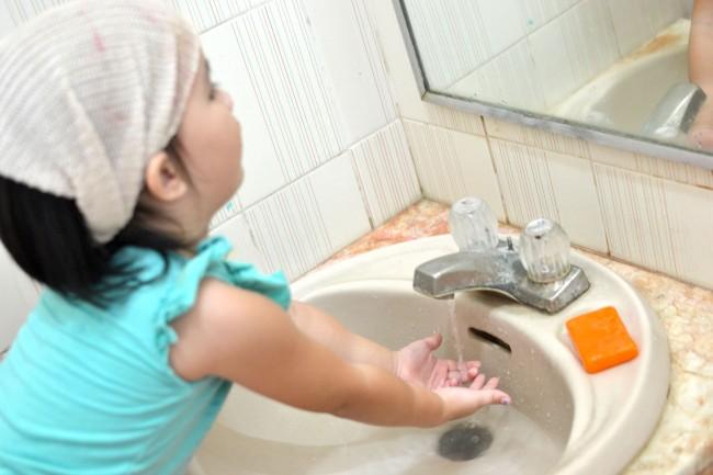 Teach-Kids-to-Wash-Their-Hands-Step-6