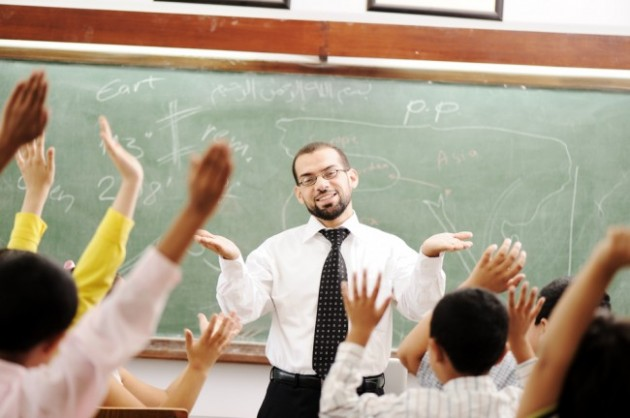 Teacher-in-classroom-with-students
