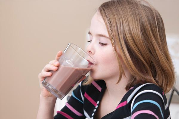 girl-drinking-chocolate-milk