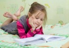 girl-reading-on-bed-pictures