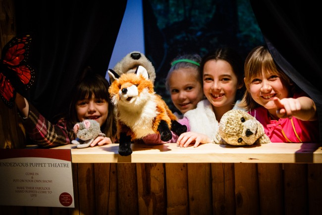 great-shot-of-kids-in-puppet-theatre