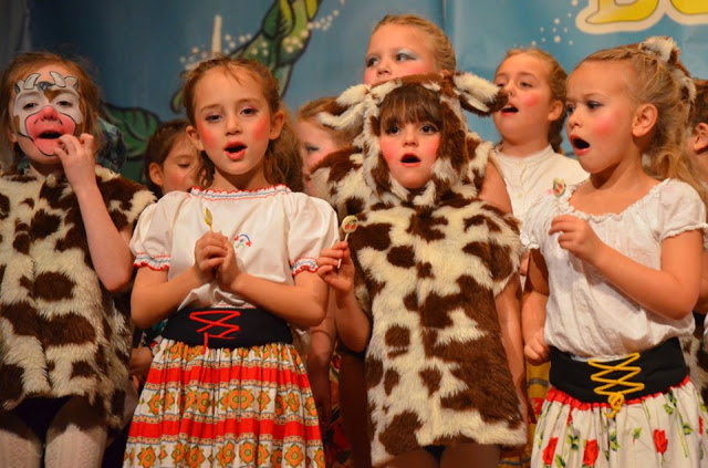 childrens-theatre-musical-drama-art-creativity-pantomimes-self-confidence-kids-face-drawings-lessons-teaching-school-profiletree