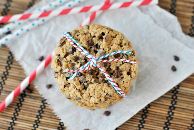 xoatmeal-chocolate-chip-cookies-photo.jpg.pagespeed.ic.r3iFWo6iwV