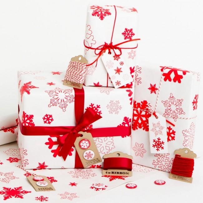 snowflakes-christmas-white-gift-wrap
