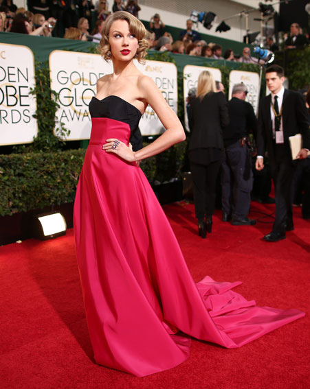 1389581239_taylor-swift-pictures-getty-versace-golden-globes-2014