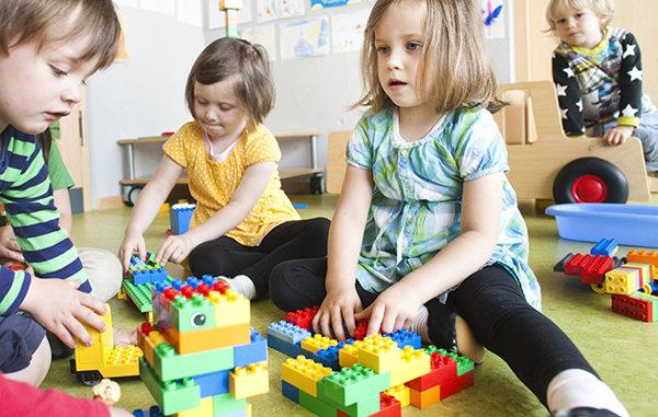 7b851f93-8f2b-4a5d-9c46-aada3859b459_children-playing-toys-dirty-bacteria